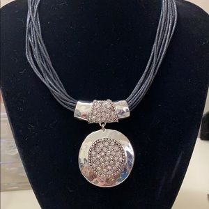 🆕 scroll & vine stunning necklace NWT